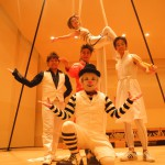 白」に付け加えてく。愛知県瀬戸市の中学校で「ラボワトワール・ドゥ・シルク」の公演。