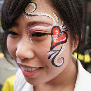 http://p-labo.jp/bellypaint/wp-content/themes/belly/images/face-1.jpg